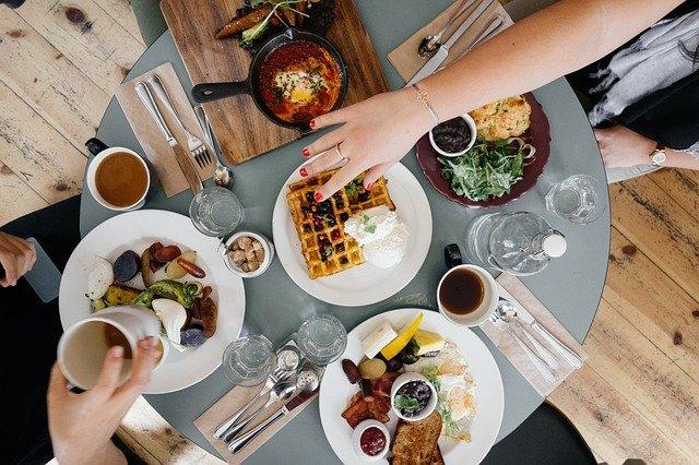 Restaurants : les nouvelles directives pour accueillir les clients durant les vacances d'été 2021